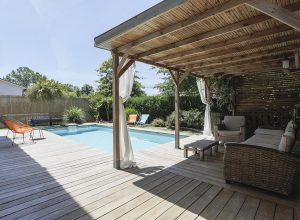 terrasse-piscine-location-villa-seignosse-bois-calme-océan-contemporaine-holilandes