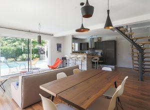 intérieur-cuisine-salle-a-manger-location-villa-seignosse-océan-design