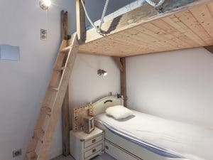chambre-deux-lit-simple-mer-bois-neuf-location-appartement-neuf-lumière-plage